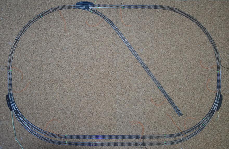 Kabel an die Gleise angelötet