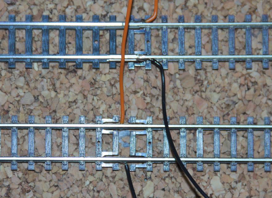 Kabel an das Gleis anlöten