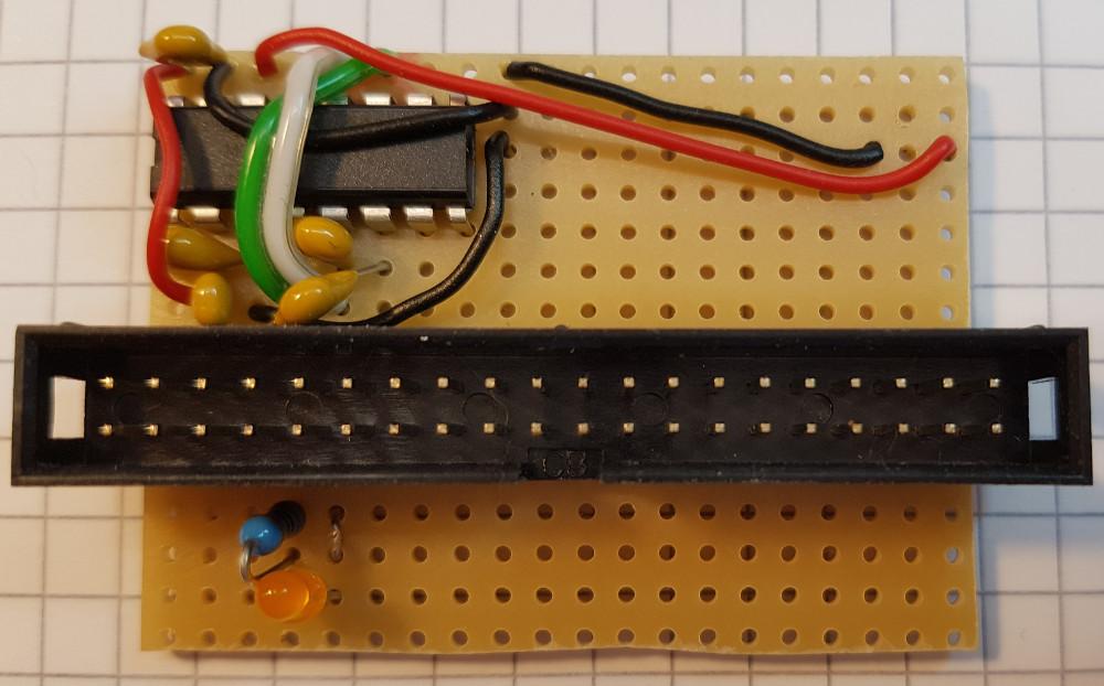 Shutdown Taster, Vorwiderstand mit LED und eine Brücke eingelötet.