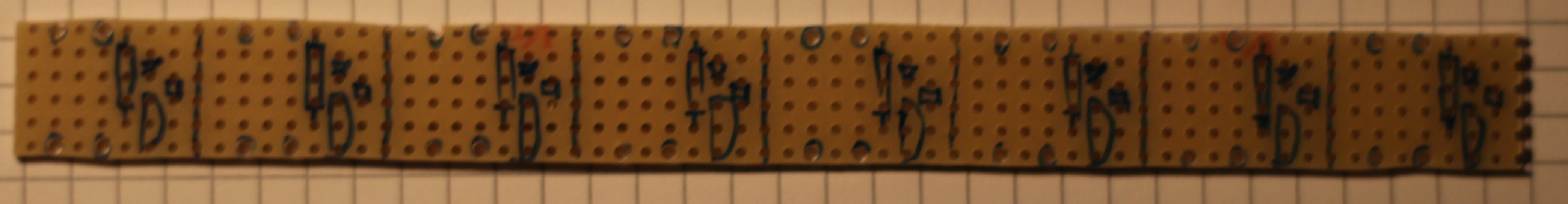 Bauteile aufgezeichnet, D1 und D2 nur die zu verwendenden Löcher