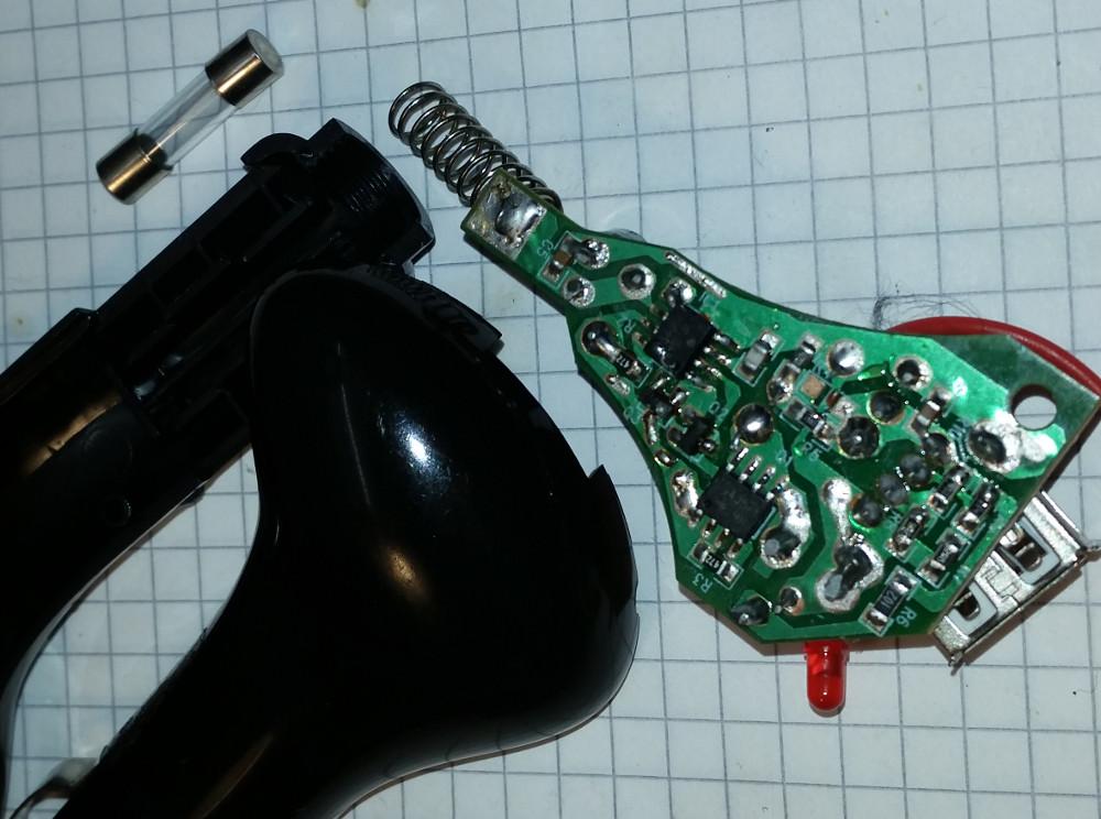 So sieht ein KFZ - USB - Adapter von innen aus